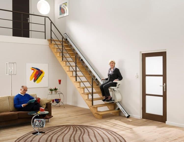 monte escalier sur escalier en bois